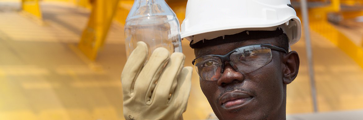 Water sampling for testing atthe water treatment unit at the Djeno oil terminal in Congo - Exploration Production - Total