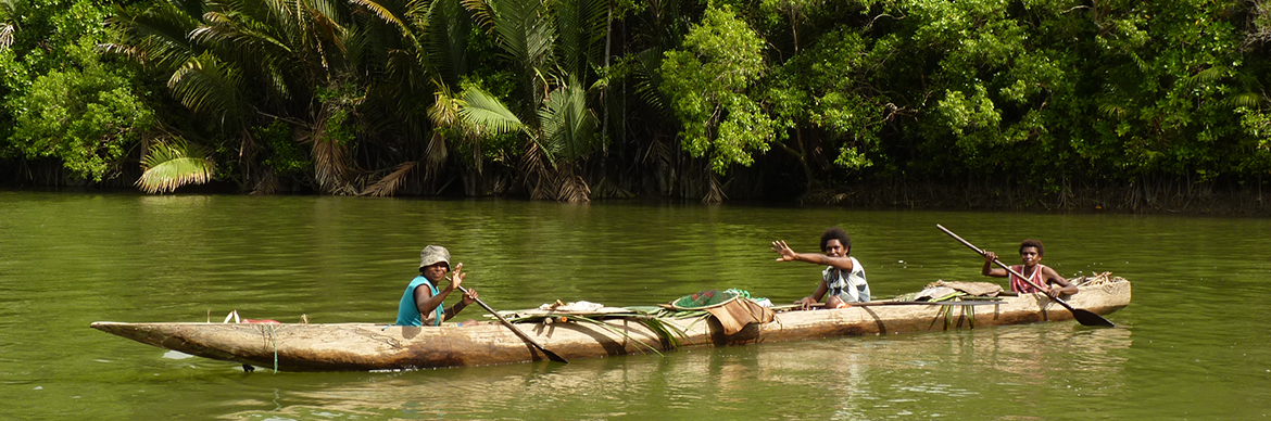 Women in a canoe - Papua-New-Guinea- Exploration Production - Total