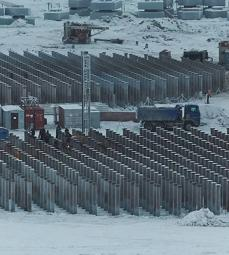 Piles, dug twenty meters in permafrost, on which the plant will be built - Yamal liquefied natural gas production station - Exploration Production - Total