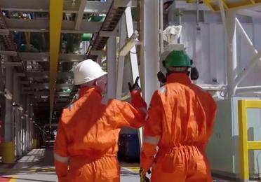 Operators on the FPSO of the Lapa field, Brazil - Exploration & Production - TotalEnergies