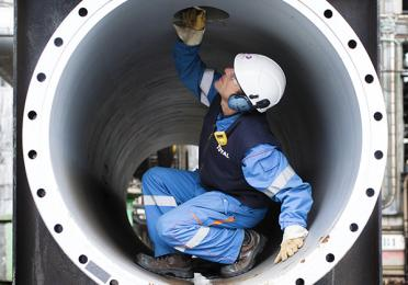 Internal inspection on a heat exchanger technical plateau - Exploration Production - Total
