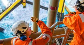 Operators on the offshore Tyra gas platform inDenmark - Exploration &Production - Total