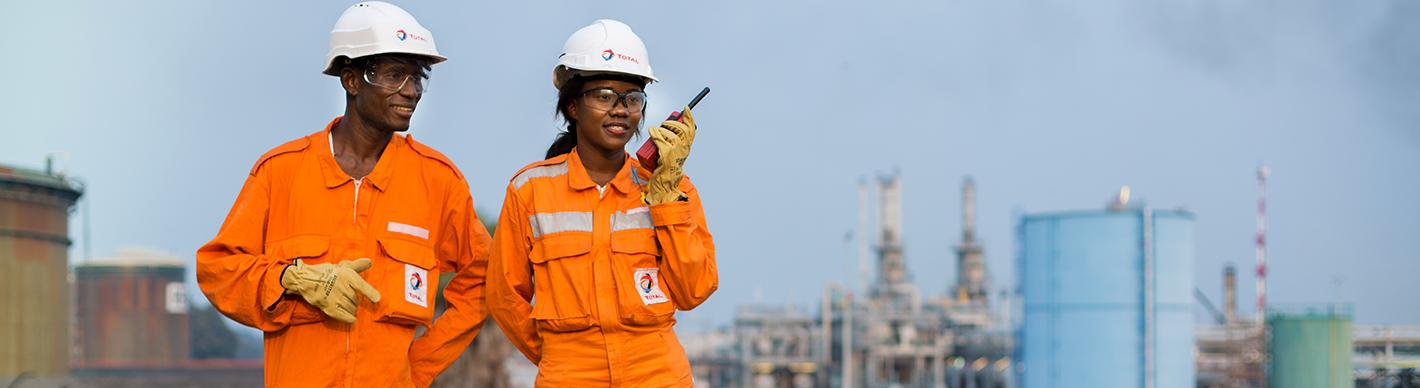 Operators walking by the Djeno oil terminal site - Exploration Production - Total