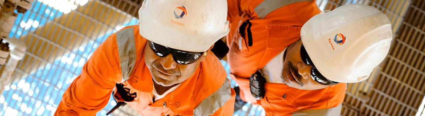 Opérateurs sur le rig Paragon L 1115, Qatar - Exploration Production - Total