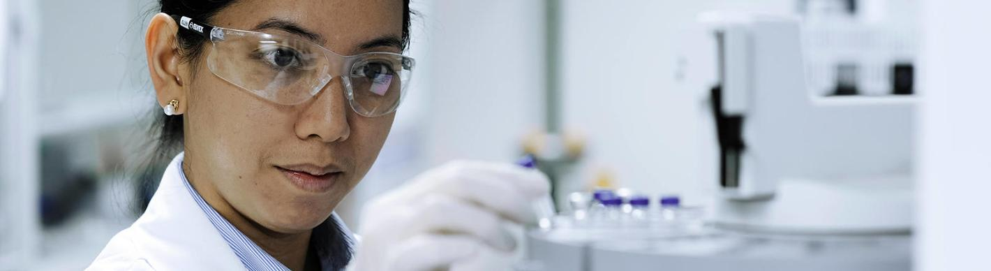 Woman in the TRC-Q Research Center - Doha, Qatar - Exploration & Production - Total