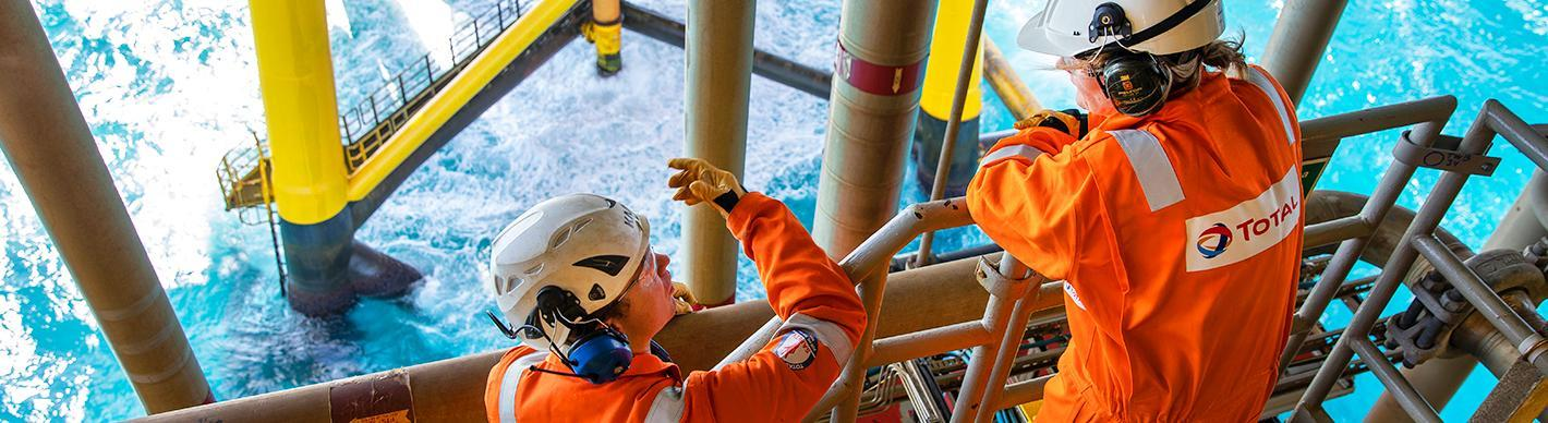 Operators on the offshore Tyra gas platform in Denmark - Exploration & Production - Total