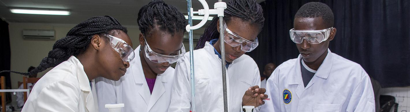 Students in chemistry class - Lycée Victor Augagneur - Congo - Exploration Production - TotalEnergies