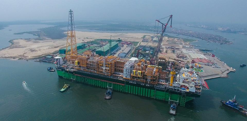 Le FPSO Egina arrivant au port de Lagos, Nigeria - Exploration-Production - Total