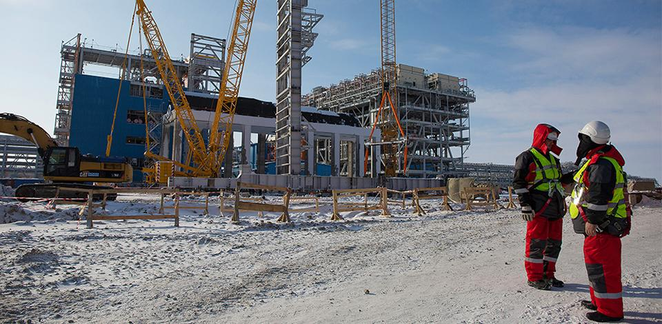 Operators on the construction site of the Yamal project, Russia - Exploration-Production - Total